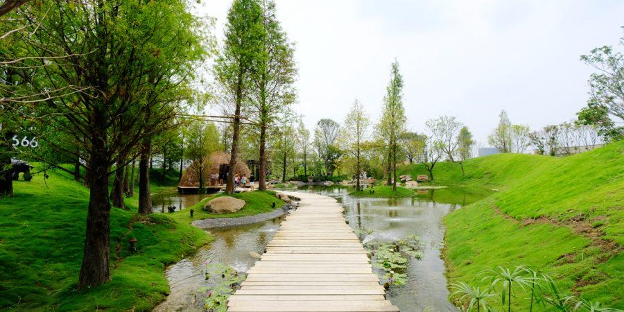 台中半日遊【惠宇祕境 – 森青 自然共生】,城市中遠離喧囂的湖畔小森林,愜意散步好輕鬆,就在龍富夜市附近哦! @強生與小吠的Hyper人蔘~