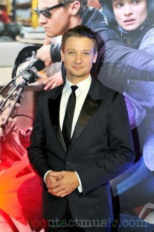 jeremy-renner-at-the-melbourne-premiere-of_4026941
